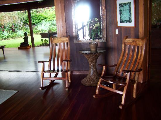 Holualoa Inn: Koa Wood Rockers. Great place to spend some time.