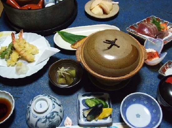 Ryokan Irifune : 夕食は凄いご馳走です!