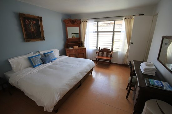 Su Casa Colombia: Room #2 w/ Memory Foam King Bed & En Suite Bathroom
