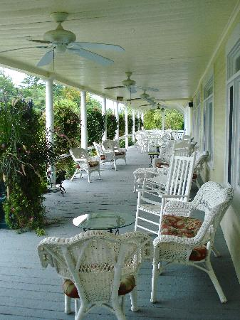 Inn on Newfound Lake: Front Porch
