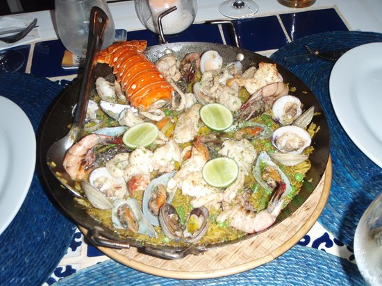 Villa Las Estrellas Restaurant: lobster/seafood paella, fabulous and easily enough for 3 hungry people!