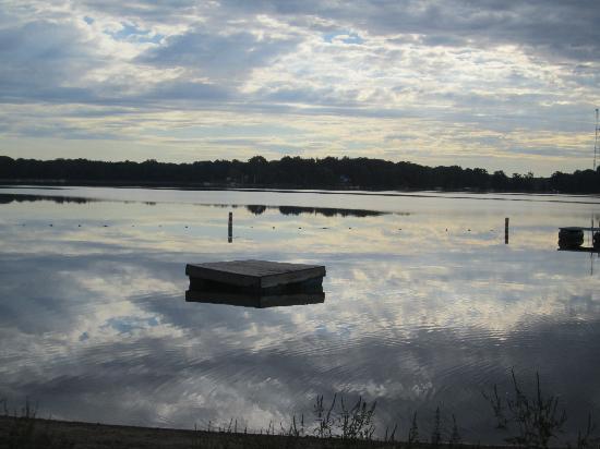Oak Cove Resort: Beautiful Lake Cora!