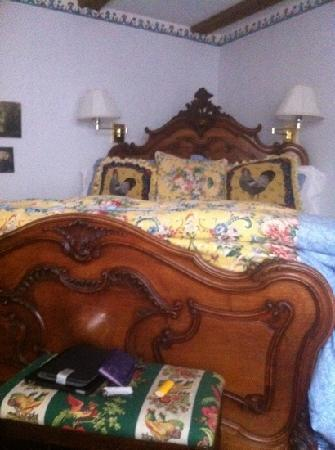 The Bed & Breakfast Inn at La Jolla: country village bed