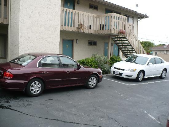 Pacific Inn Monterey: Weird parking