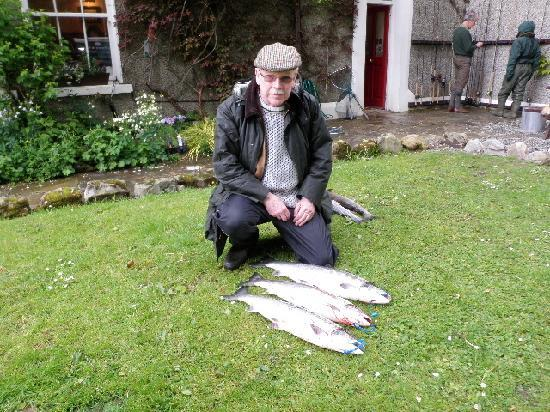 Delphi Lodge Country House Hotel: Fishing is not Compulsory BUT Great Fun ! TBJ (Not me) with 3 Fish