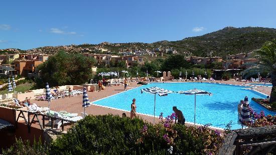 Calarossa Village: Une des 3 piscines