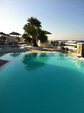 Nissaki Boutique Hotel: The main pool (endless)