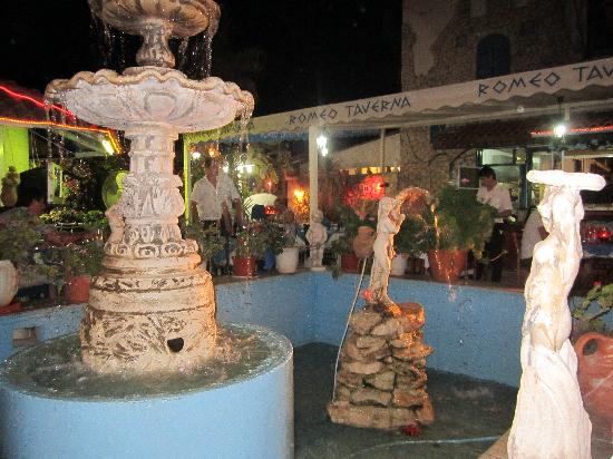 Romeo Garden Taverna: Be careful your money doesn't end up in the fountain otherwise you may have to go fishing!!!
