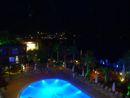 Delta Beach Resort: Vue depuis le sport bar.