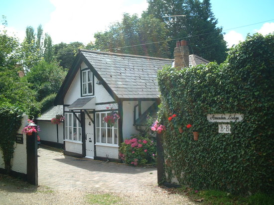 Amerden Lodge Bed & Breakfast: Amerden Lodge B&B On the bank of the river Thames