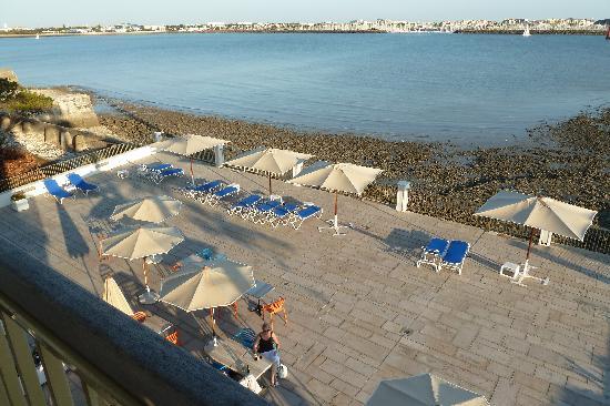 Hotel Les Brises : immense terrasse