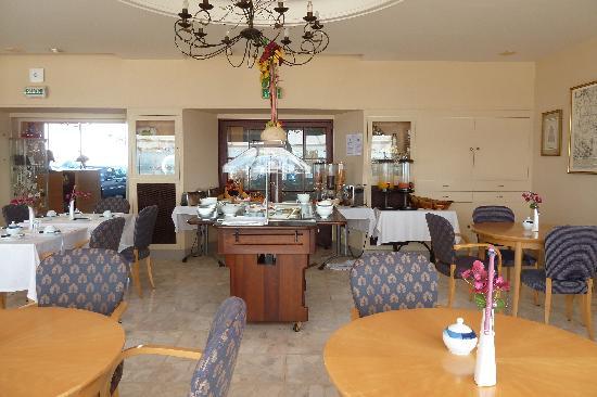 Hotel Les Brises : salle des petits déjeuners
