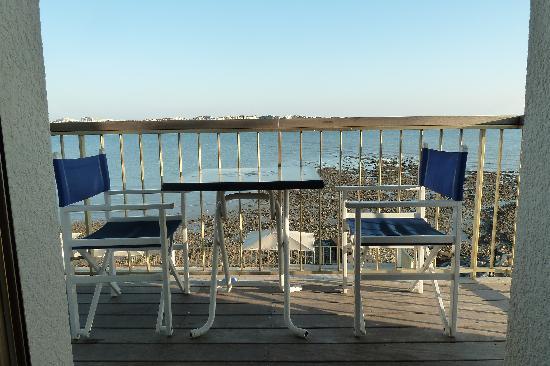 Hotel Les Brises : terrasse des chambres