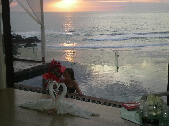 เดอะ ชอร์ แอท กะตะธานี: watching the sun set from our villa