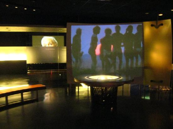 Museum Of World Religions : video presentation on the community-building aspects of religion