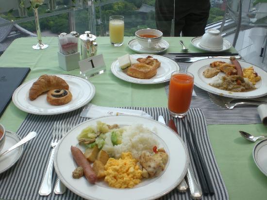 โรงแรมเดอะปรินท์ พาร์ค โตเกียว: ホテル最上階で食べた朝食(別料金)