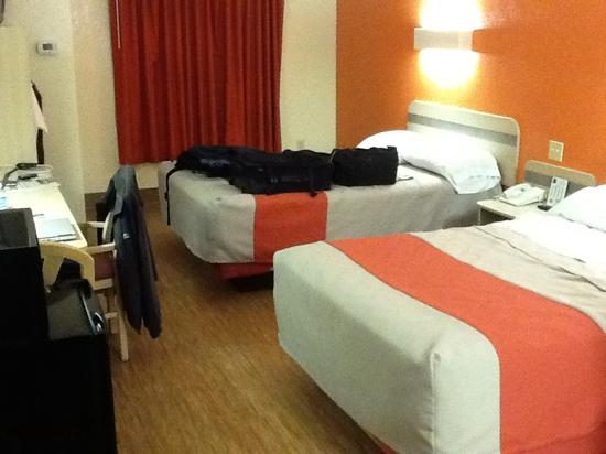 Motel 6 Bristol: my room
