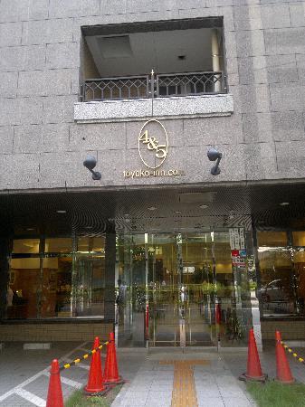 Toyoko Inn Ikebukuro Kita-guchi 1: Entrance to Toyoko Inn Kitaguchi 1 Ikebukuro