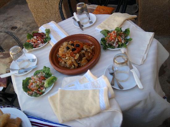 Alemdoun, Marruecos: tajin