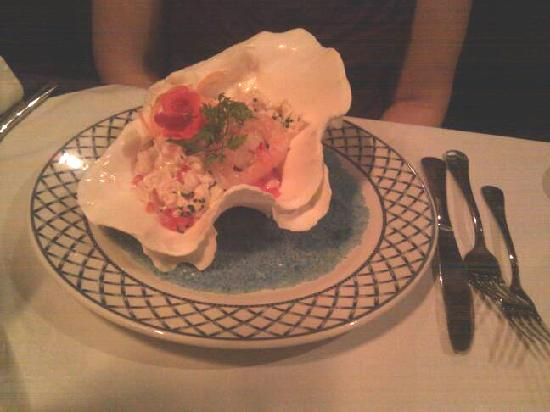 Watermill Lodge: Shrimp salad served in a shell. Yum and pretty.
