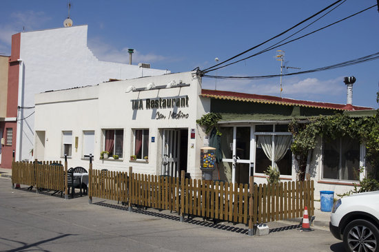 Sant Jaume d'Enveja, Spania: Fachada del restaurante.