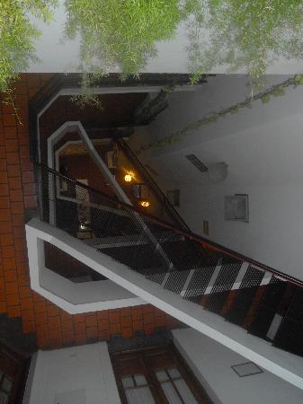 Ostinatto Hostel: View of the stairway
