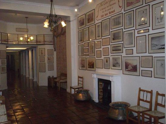 Vineyard Hotel: Interior view