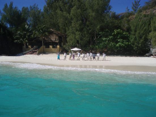 Constance Tsarabanjina: Arrivo sulla Spiaggia del Ristorante - Bar
