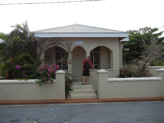 Bajan Breeze Guest House: The front of the guest house
