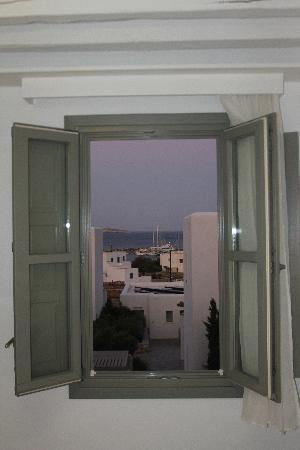 Anemi Hotel: vue d'une fenêtre de notre chambre