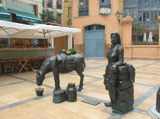 Esculturas de Oviedo: La lechera