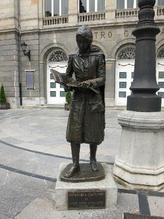 Esculturas de Oviedo: Esperanza caminando