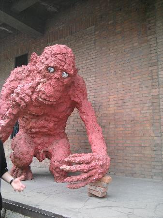 เกรซ เบจิ่ง โฮเต็ล: 798 district - street sculpture!