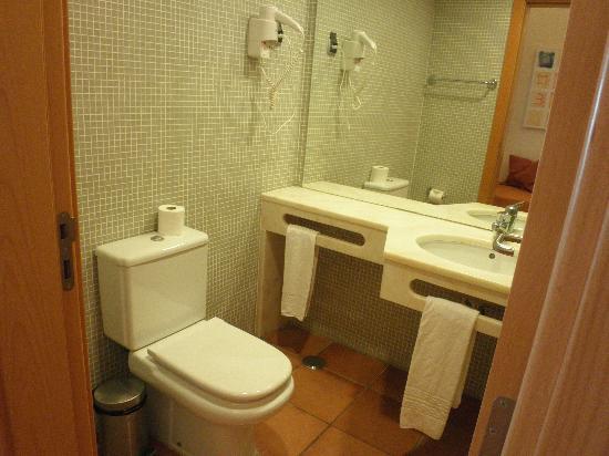 Hotel Apartamento Olhos d'Agua: Baño