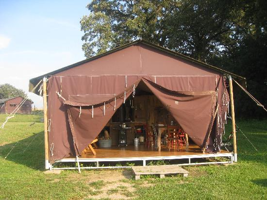 ‪‪Feather Down Farm at Kinnikinnick Farm‬: Tent‬