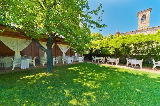 Albergo Ristorante Piacentino : Il giardino estivo