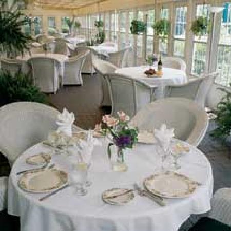 Phoenix Inn: Dining
