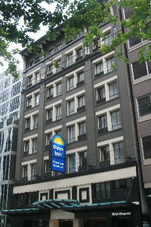 Days Inn Vancouver Downtown: Extérieur de l'hôtel