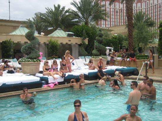 Pool party azure picture of the palazzo resort hotel for Pool spa patio show las vegas