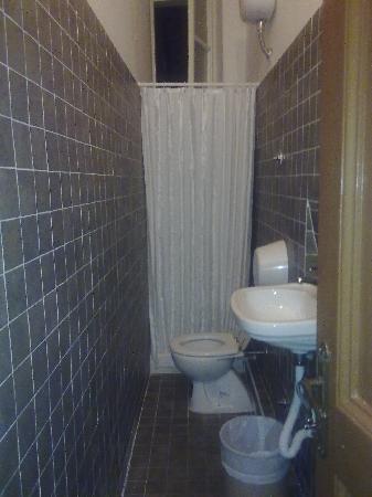 Hotel Texas: bagno in comune vicino nella nostra stanza