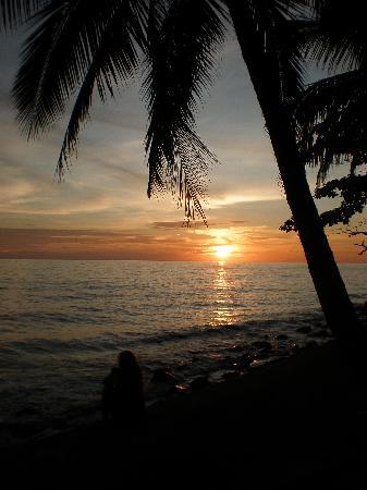 Plaloma Cliff Resort: Sunset am White Sand Beach bei James.