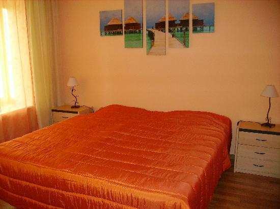 Hotel de Ville - Restaurant : Chambre orange
