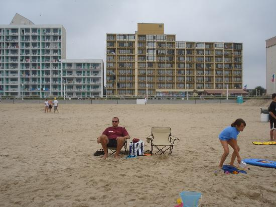 Four Points by Sheraton Virginia Beach Oceanfront: Hotel from Beach