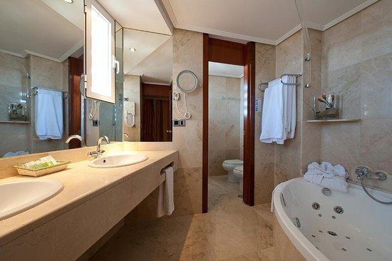 Hotel Benidorm Plaza: Baño suite