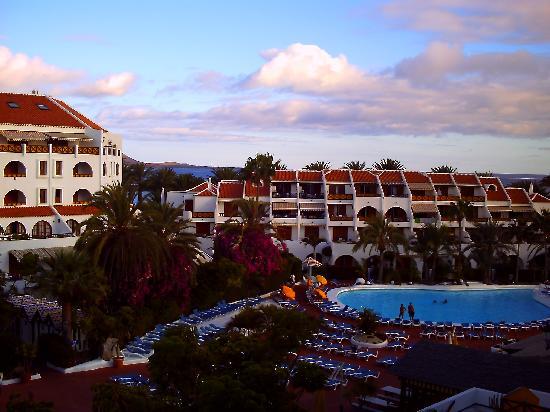 Parque Santiago: Hotel and pool