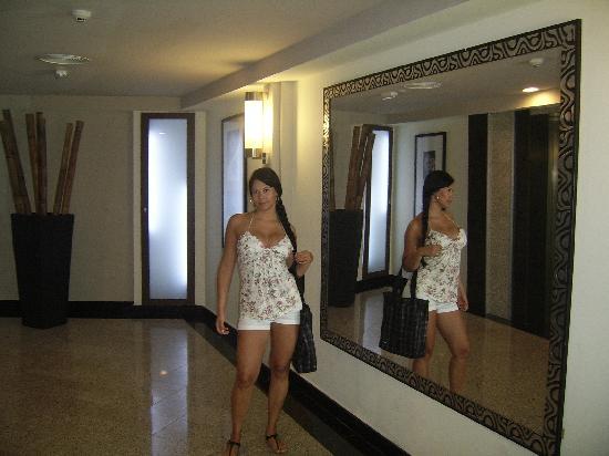 The Bathroom In The Lobby Very Glitzy Fotograf 237 A De Hotel Riu Plaza Panam 225 Ciudad De Panam 225