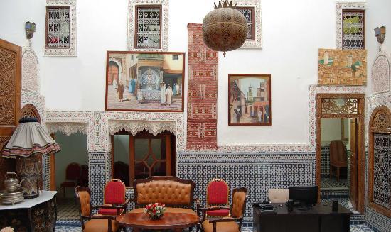 Dar Zohor: Hall