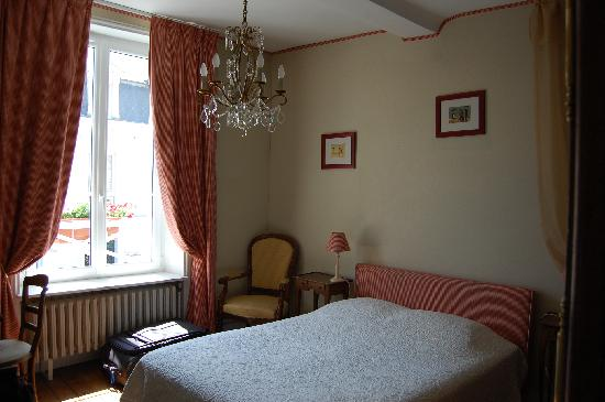 La Tour Louise: Chambre Rouge at Tour Louise in Bayeux.