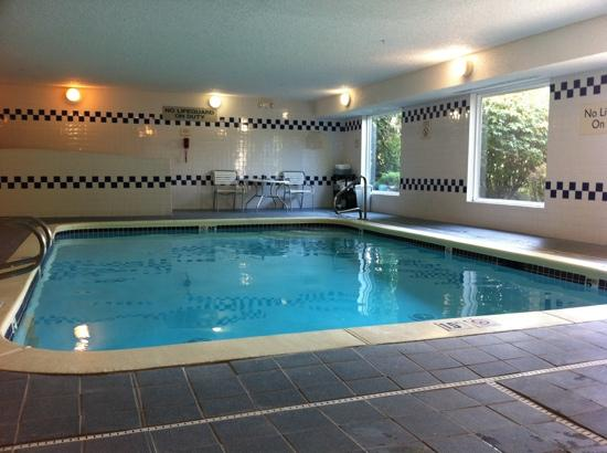 Fairfield Inn Kennewick: Convenient semi-private pool