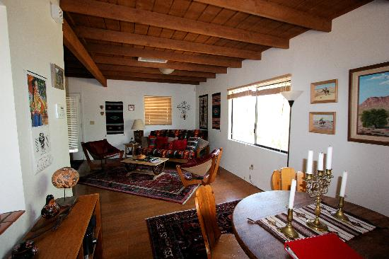 Cat Mountain Lodge: Living area
